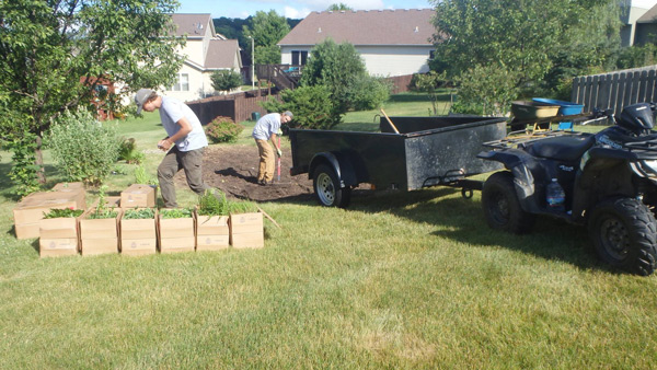 web_gallery_landscape_renovation_gardPlot_crew